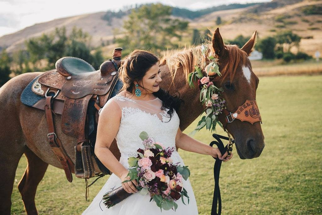 Bride holding a horse on her wedding day in La Grande, Oregon